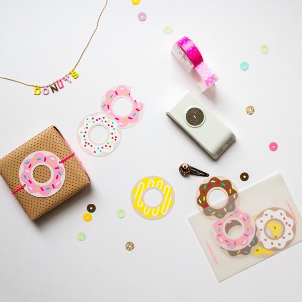 ponchiki-v-dekore-svadby-5 Пончики в декоре свадьбы + бесплатные макеты для печати