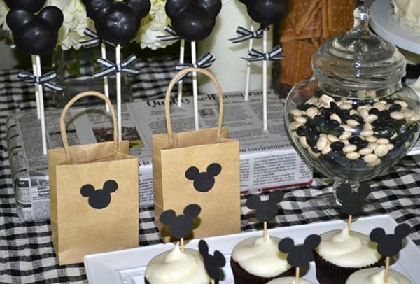 Podarki-dlya-gostej Свадьба в стиле Микки Мауса и Минни