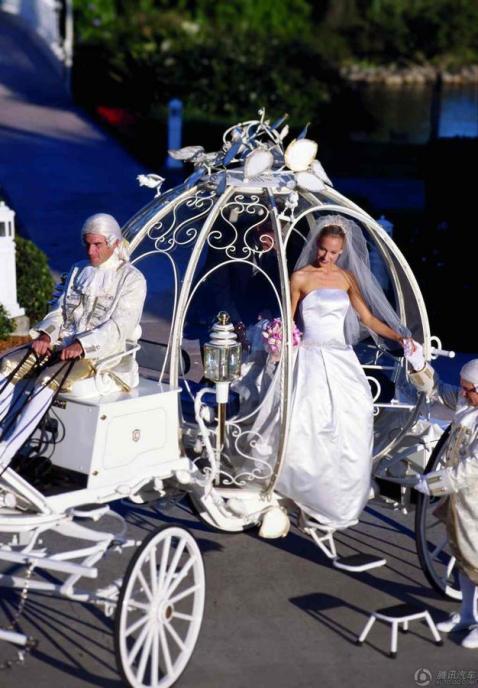 Svadebnyj-transport-dlya-nevesty Свадьба в стиле Микки Мауса и Минни