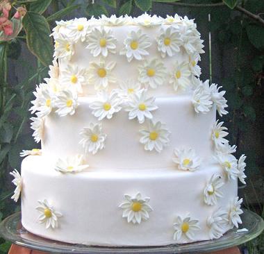 tort-dlya-svadby-v-romashkovom-stile Ромашковая свадьба - один из вариантов оформления свадьбы в цветочно-ромашковом стиле