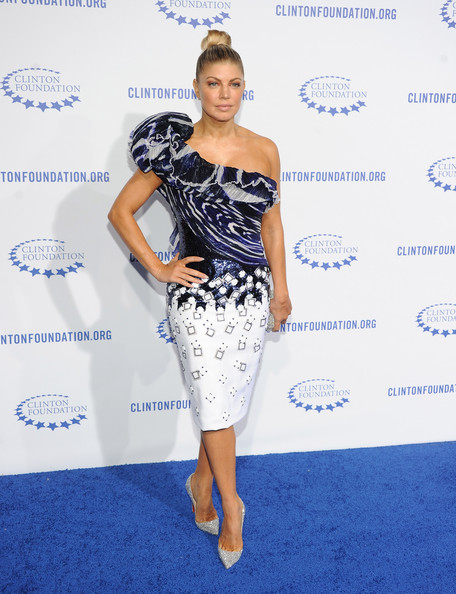 Fergie-Dresses-Skirts-One-Shoulder-Dress-uF5LqX528kl Свадебная геометрия: в моде асимметрия