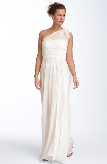 wedding-dresses-20101003156 Свадебная геометрия: в моде асимметрия